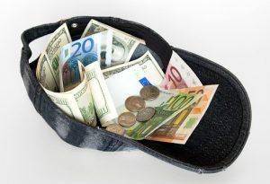 шапка с пари