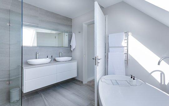 елегантна баня с вана